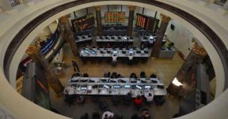 مبيعات المصريين والعرب تقود البورصة لمواصلة تراجعها بمنتصف التعاملات