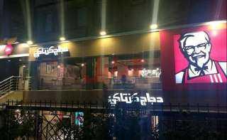 محافظة الجيزة تغلق مطعم كنتاكي بالهرم بسبب الزحام الشديد بالمحل