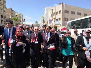 """بالفيديو .. """"عبيد"""" يقود مسيرة حاشدة بالسيارات لدعم المشاركة فى الإستفتاء على الدستور"""