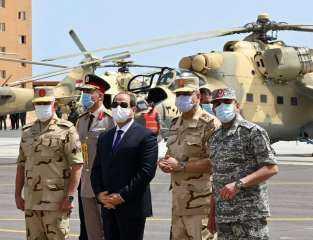 شاهد : الرئيس السيسي يتفقد عناصر المنطقة الغربية العسكرية