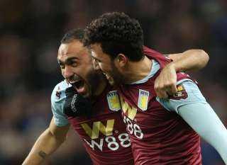 فرحة هسترية للمحمدي و تريزيجيه بعد بقاء أستون فيلا في الدوري الإنجليزي