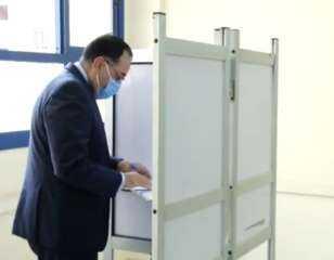 شاهد.. رئيس الوزراء يدلي بصوته بانتخابات الشيوخ ويطالب المصريين بالاقتراع