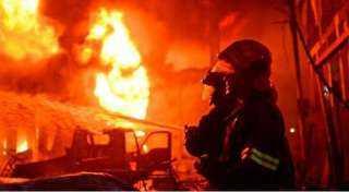 الدفع بـ 4 سيارات إسعاف للسيطرة على حريق موقف أحمد حلمي الهائل