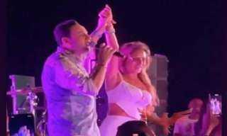 """نيللي كريم تتصدر التريند بالرقص على أنغام """"حبك نار"""" وتشارك مصطفى قمر في الغناء"""