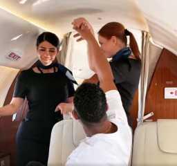 محمد رمضان يواصل إثارة الجدل بفيديو جديد من داخل الطائرة
